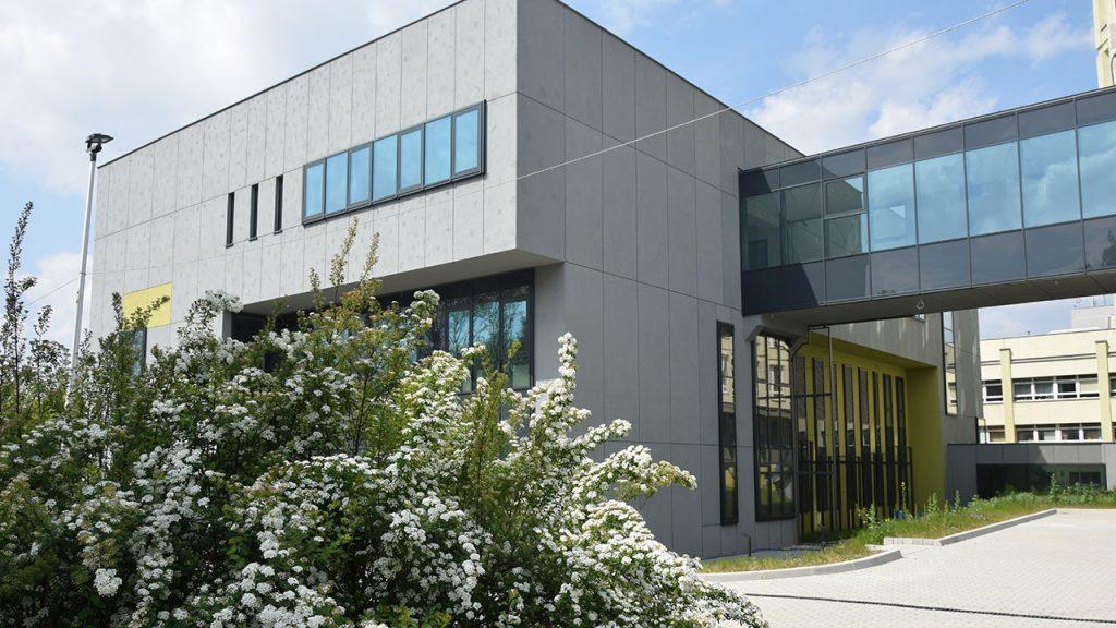 zdjecie przedstawiajace budynek nowego bloku operacyjnego